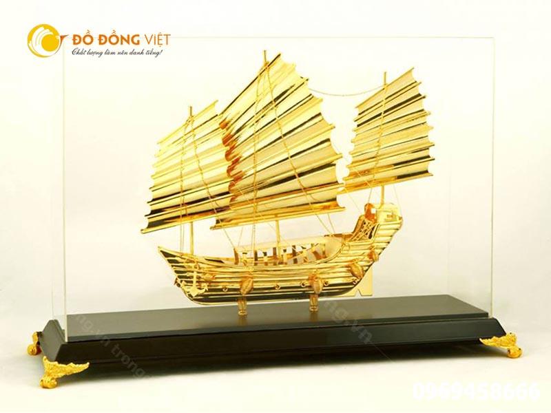 Thuyền buồm mạ vàng- vật phẩm may mắn trong sự nghiệp kinh doanh0