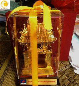 Tượng mô hình quốc tử giám đúc đồng mạ vàng đặc biệt sang trọng