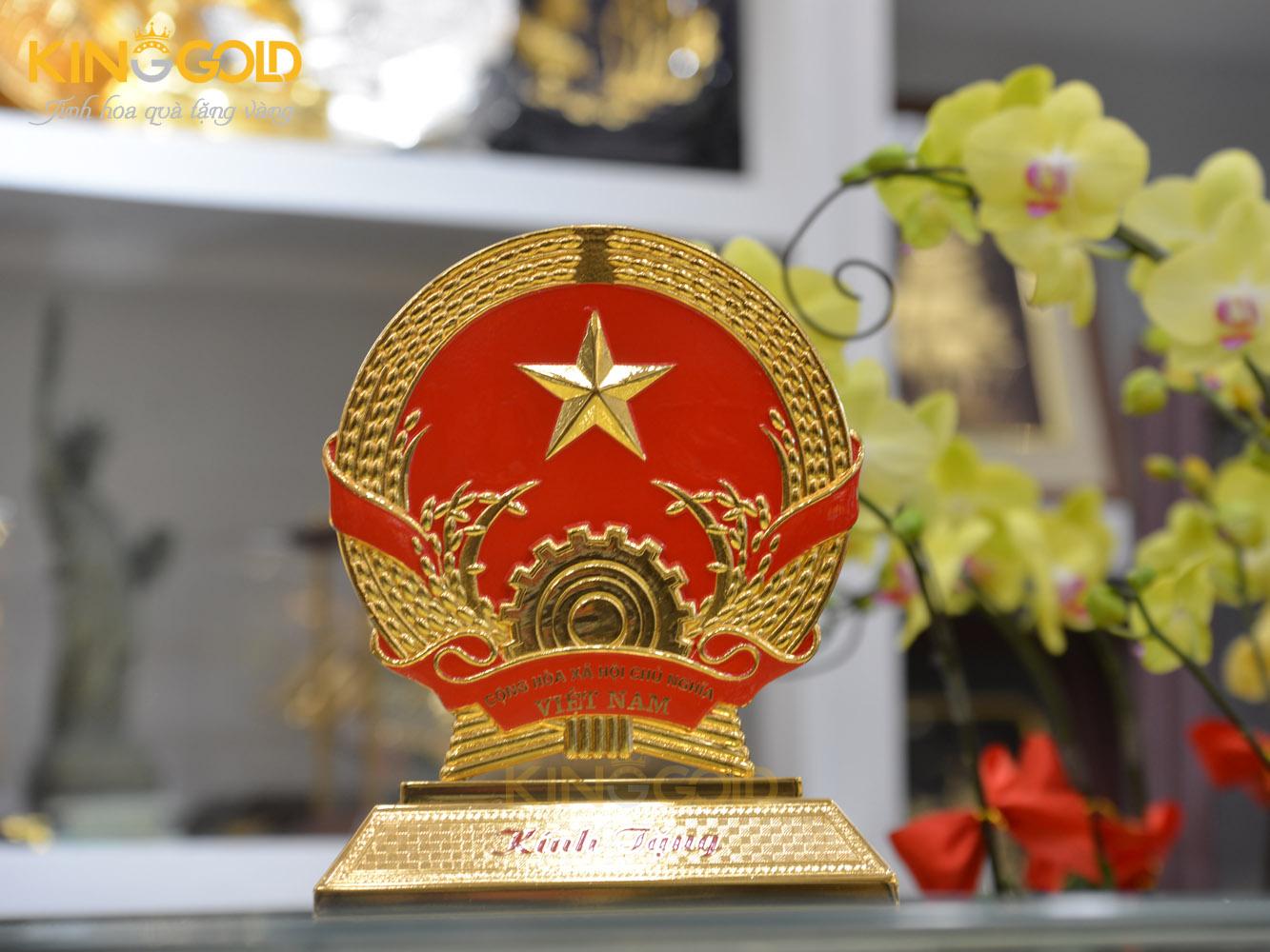 Quốc huy Việt Nam bằng đồng mạ vàng cỡ nhỏ làm quà tặng0