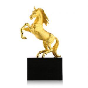 Ngựa phong thủy, mã đáo thành công mạ vàng