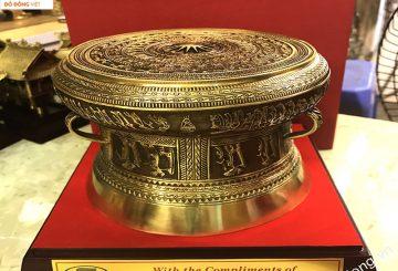 Trống đồng mạ vàng làm quà tặng Sếp ý nghĩa sâu sắc
