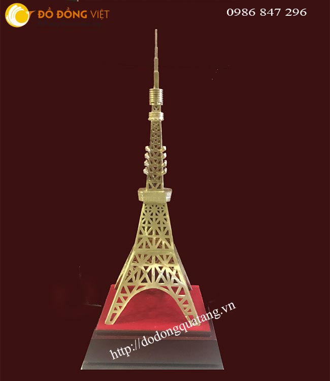 Đúc tháp truyền hình tokyo bằng đồng 28cm,đế gỗ 4cm tặng quà khách nhật