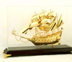 Thuyền buồm mạ vàng 24k làm quà biếu tặng