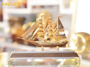 Thuyền buồm căng gió mạ vàng 24k đẹp tinh xảo