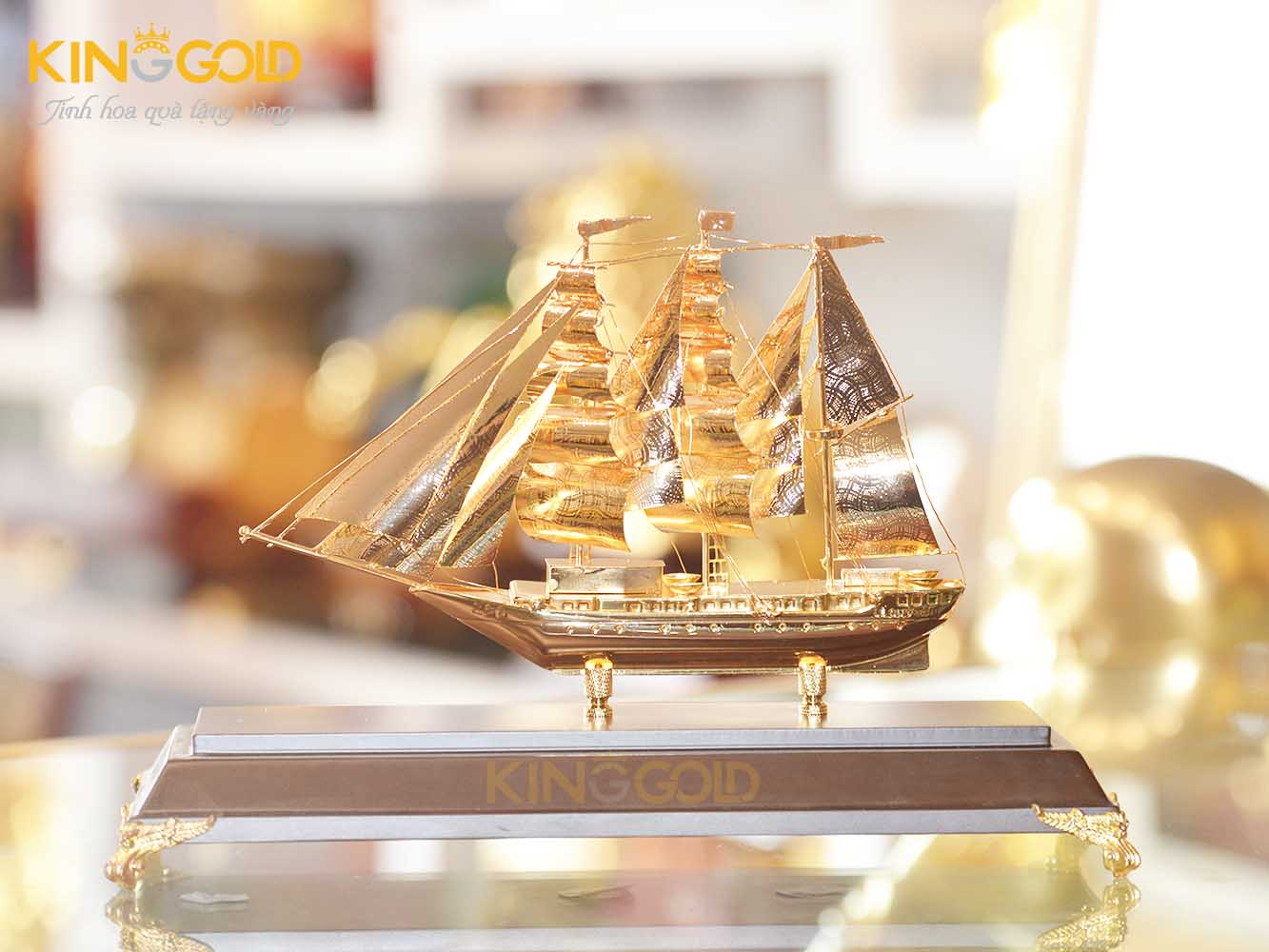 Thuyền buồm căng gió mạ vàng 24k đẹp tinh xảo0