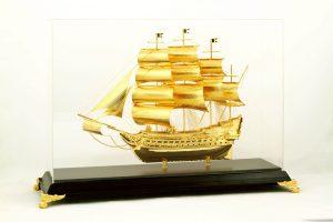 Mô hình tàu chiến,thuyền buồm mạ vàng,thuyện buồm xuôi gió vàng 24k