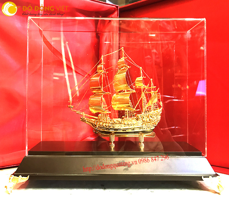 Bức thuyền buồm cỡ nhỏ để bàn làm việc nhỏ gọn và sang trọng,được nhiều doanh nhân ữa thích