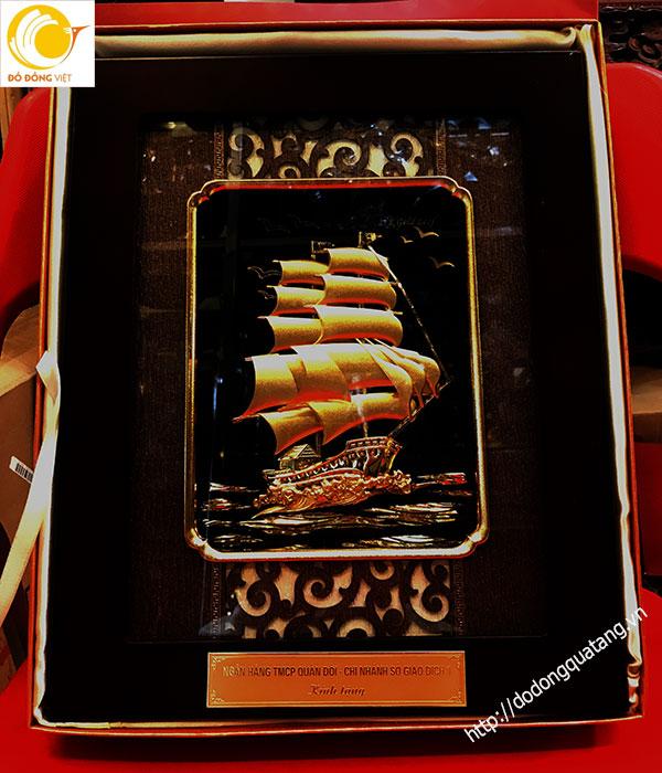 Tranh thuyền buồm ngân hàng MB tặng khách