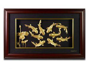 Mẫu tranh cá chép hoa sen vàng lá 24k đẹp dùng làm quà tân gia