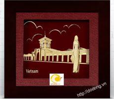 Quà lưu niệm đặc trưng Việt Nam- tranh chợ Bến Thành vàng lá 3D