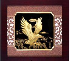 Tranh đại bàng tung cánh phong thủy dát vàng