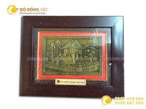 Tranh đồng chùa Một Cột làm quà tặng đối tác nước ngoài