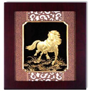 Tranh ngựa phong thủy dát vàng, quà tặng Doanh nghiệp Tết 2018