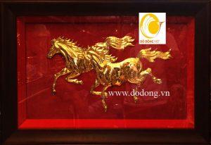 Tranh song mã bằng đồng mạ vàng 24k 30x42cm