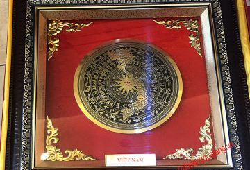 Tranh mặt trống đồng khắc bản đồ Việt nam,món quà truyền thống