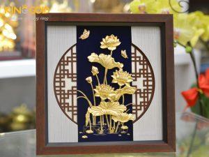 Tranh vàng hoa sen vàng lá 24k đẹp tinh xảo làm quà tặng sếp nữ