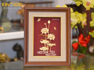 Tranh hoa sen mạ vàng 24k- quà tặng sếp nữ dịp Tết 2020