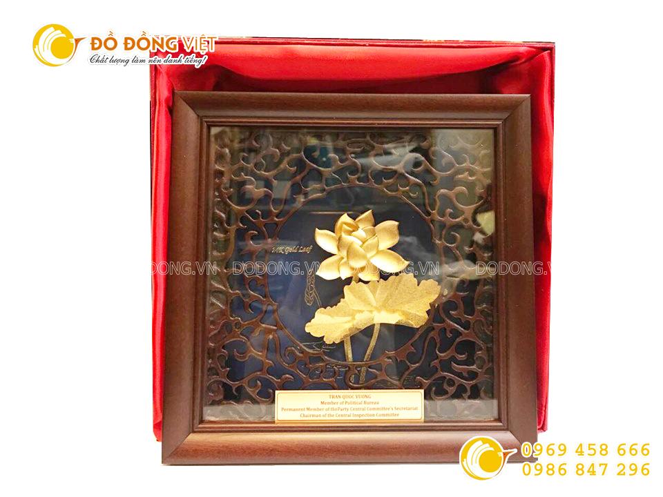 Quà tặng hội nghị khách hàng- tranh hoa sen vàng lá 3d khung gỗ0