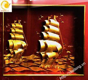Tranh thuyền buồm xuôi gió dát vàng 3d 55x94cm