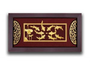 Tranh cửu ngư hoa sen dát vàng 24k 42×80 cm