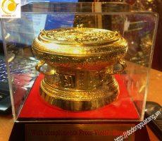 Viettel quà tặng chiếc trống thu nhỏ mạ vàng dk 12cm