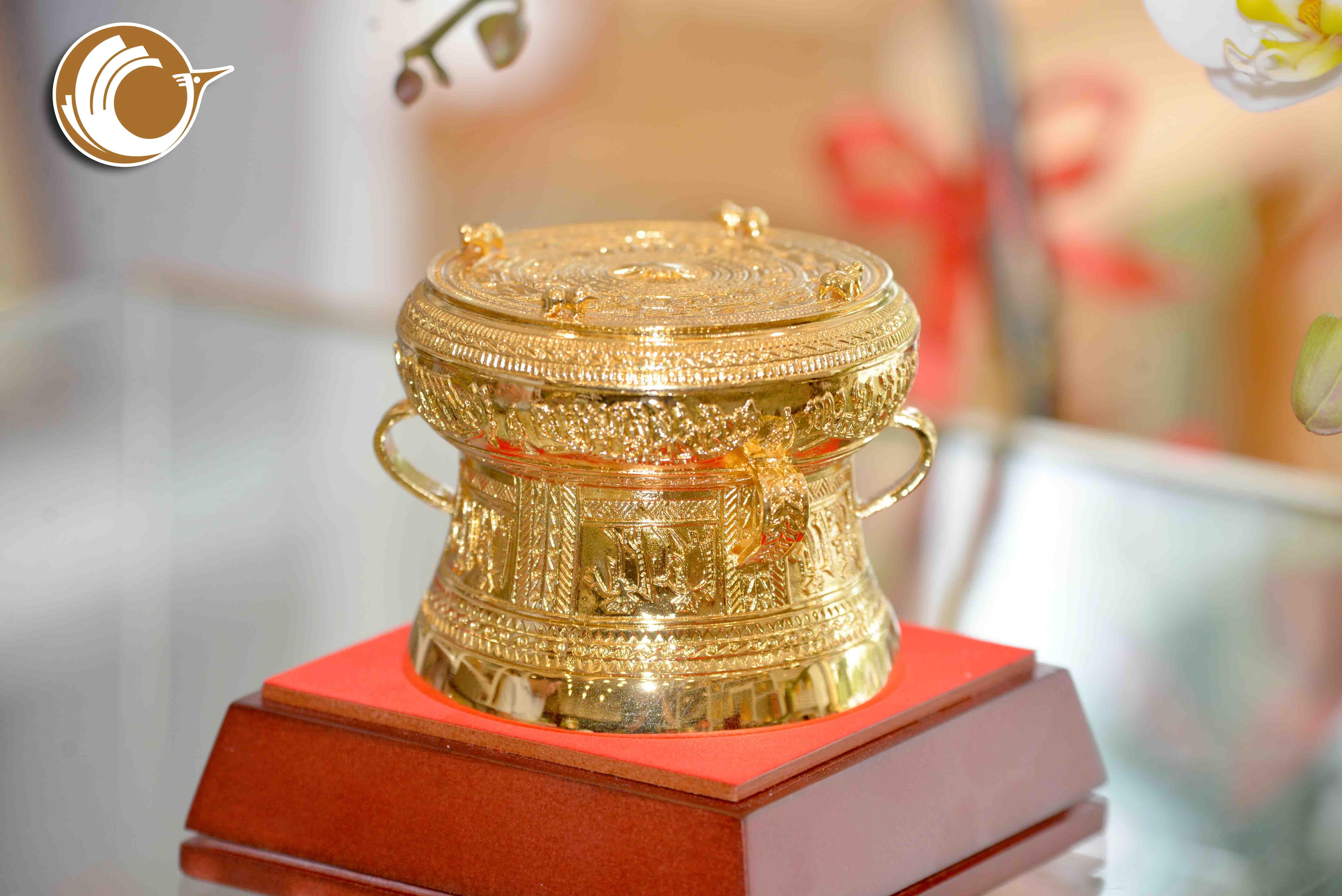 Giá bán trống đồng quà tặng mạ vàng dk 9cm, quà tặng doanh nghiệp0