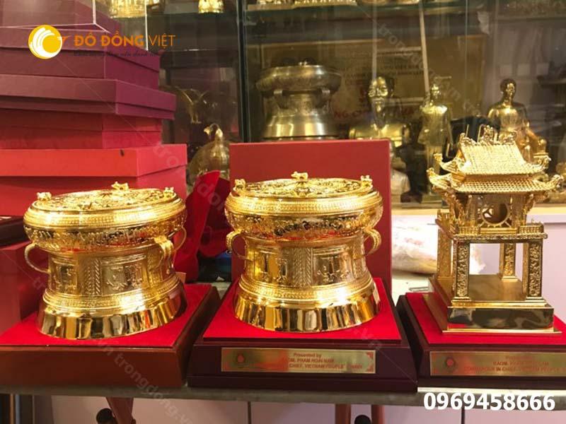 Chọn mua trống đồng mạ vàng giá rẻ tại Hà Nội0