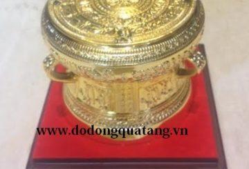 Nên mua quà tặng bằng đồng gì cho khách nước ngoài?
