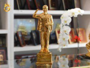 Quà tặng để bàn tượng Bác Hồ mạ vàng 24k
