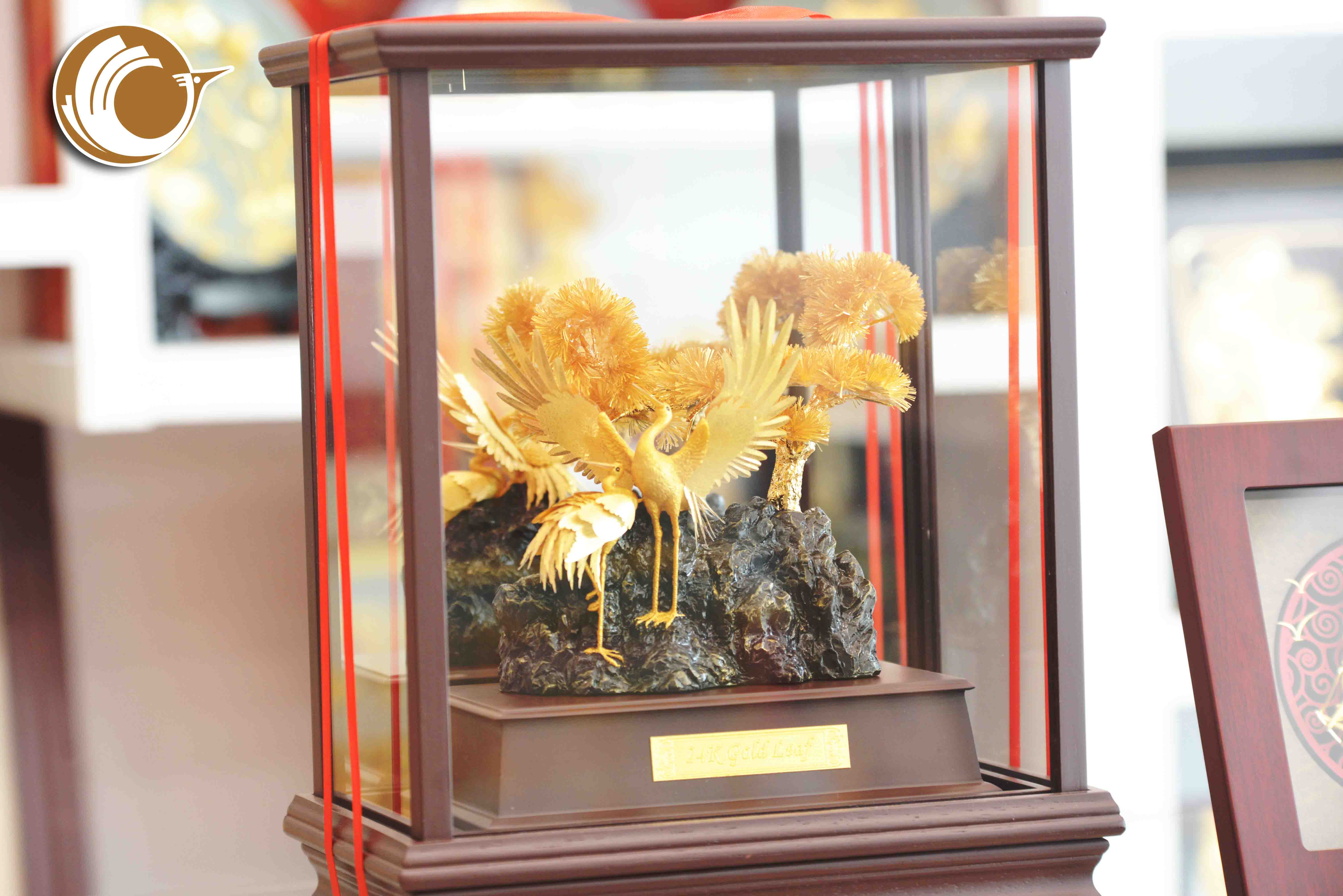 Biểu trưng chim hạc bằng đồng mạ vàng0