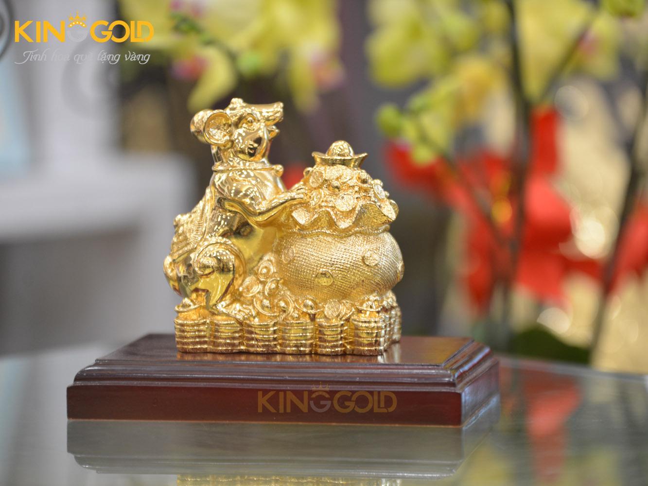 Tượng chuột ôm bao tiền mạ vàng 24k làm quà tặng linh vật0