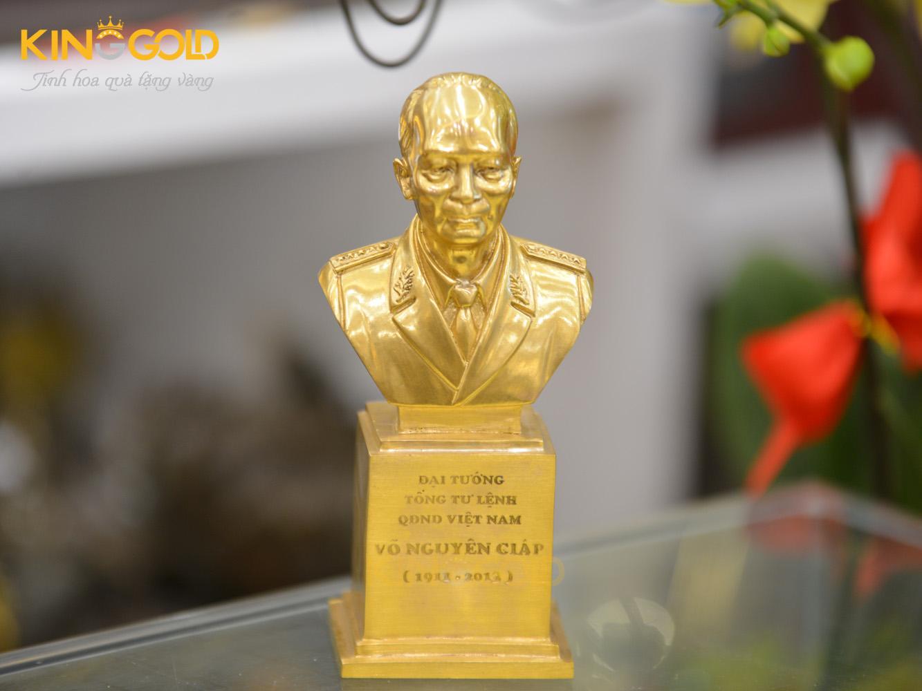 Đúc tượng đại tướng Võ Nguyên Giáp mạ vàng 24k0