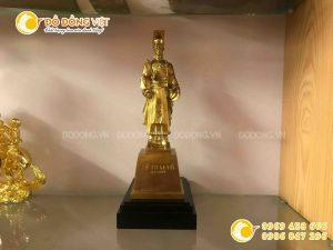 Tượn Lý Thái Tổ bằng đồng mạ vàng