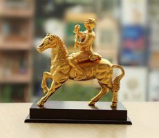 Mã phong hầu mạ vàng – Qùa biếu lãnh đạo lên chức