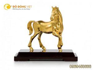 Cửa hàng bán tượng ngựa bằng đồng mạ vàng