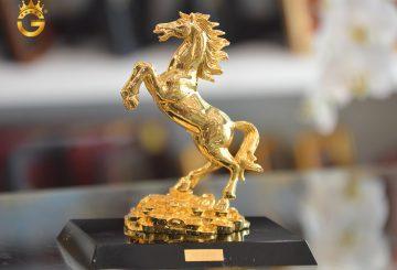 Cách đặt tượng ngựa phong thủy thu nhiều tài lộc, may mắn