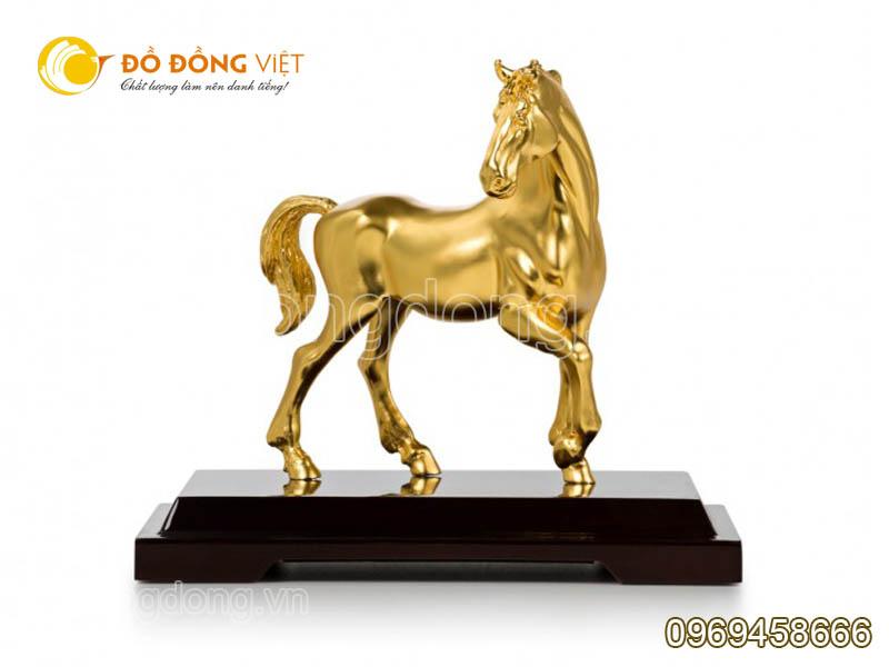 Cửa hàng bán tượng ngựa bằng đồng mạ vàng0