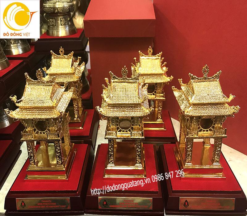 Văn miếu bằng đồng làm quà tặng cao 18cm mạ vàng 24k cao cấp mang đi đối ngoại