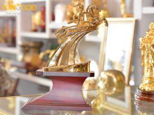 Tượng Thánh Gióng Mạ Vàng 24k làm quà tặng phong thủy ý nghĩa