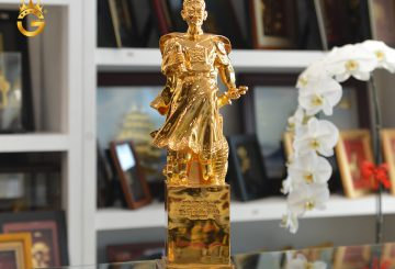 Tượng đồng Hưng Đạo Đại Vương mạ vàng 24k tại King Gold số 76 Kênh Liêm, Hạ Long, Quảng Ninh