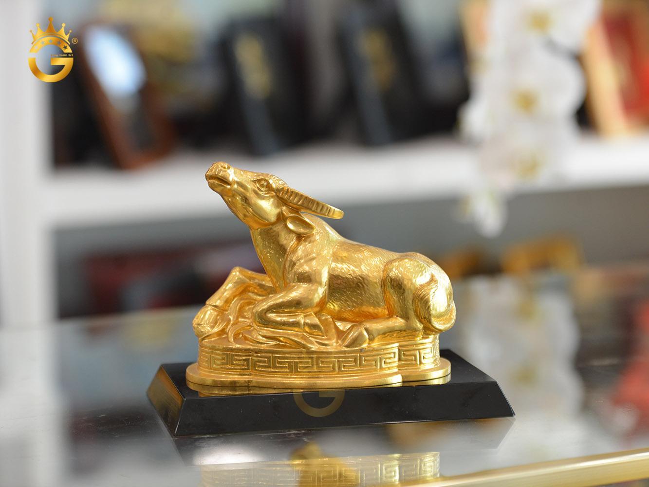 Linh vật trâu bằng đồng mạ vàng 24k làm quà tặng phong thủy0