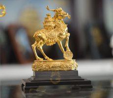 Tượng tuần lộc ngậm ngọc chở tiền vàng- quà tặng linh vật phong thủy